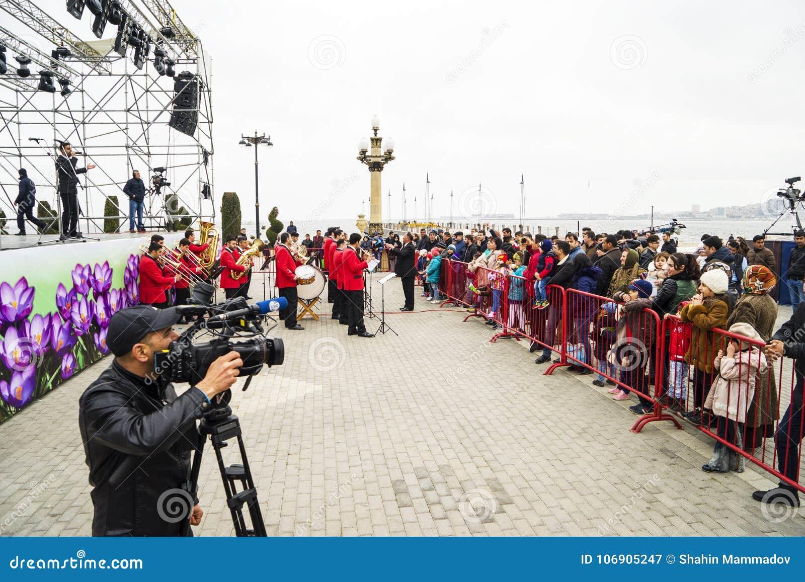 Baku, Azerbayjan, 10 może, 2017: Kamerzysta strzela żywego koncert