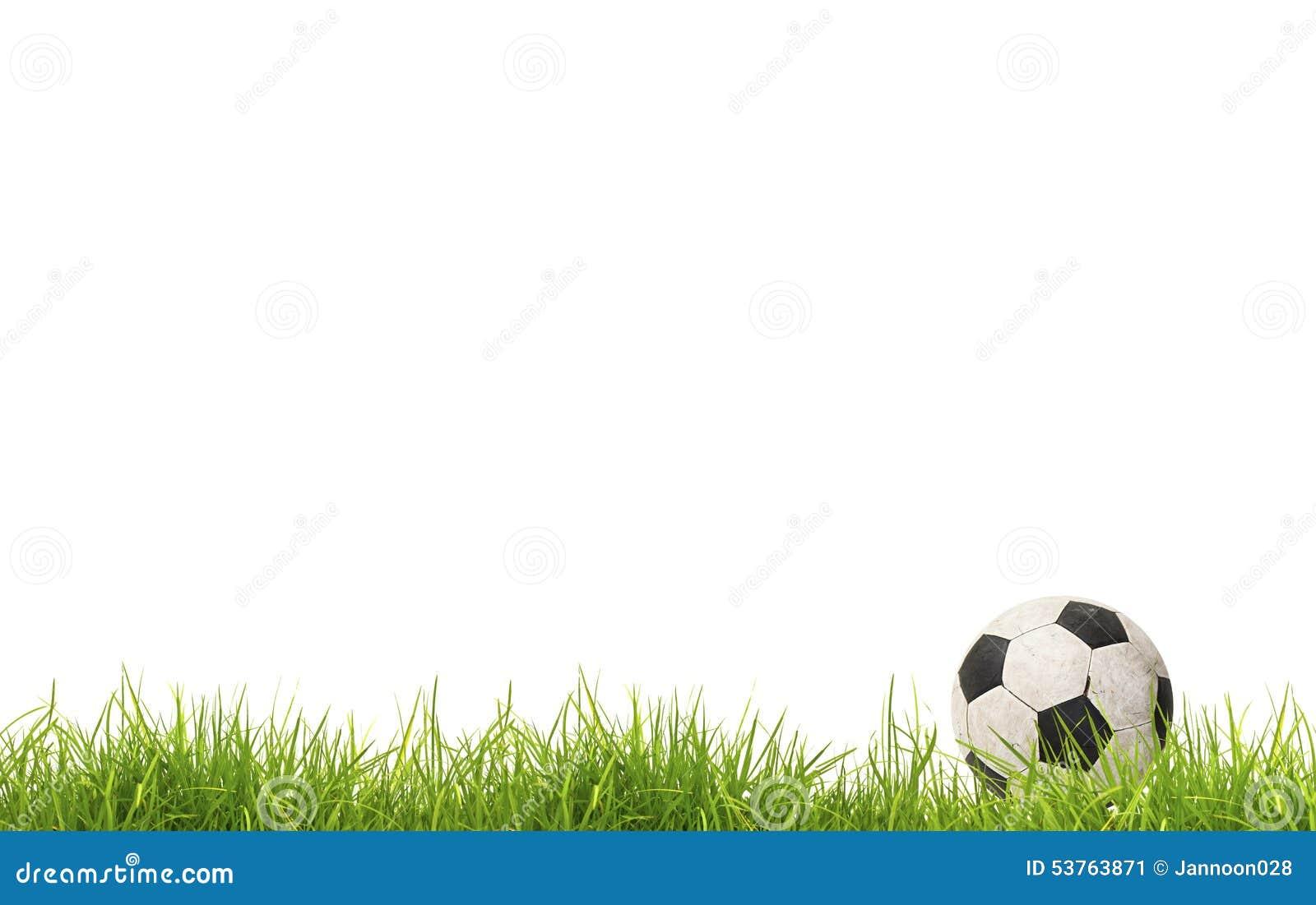 Balón de fútbol en hierba Aislado