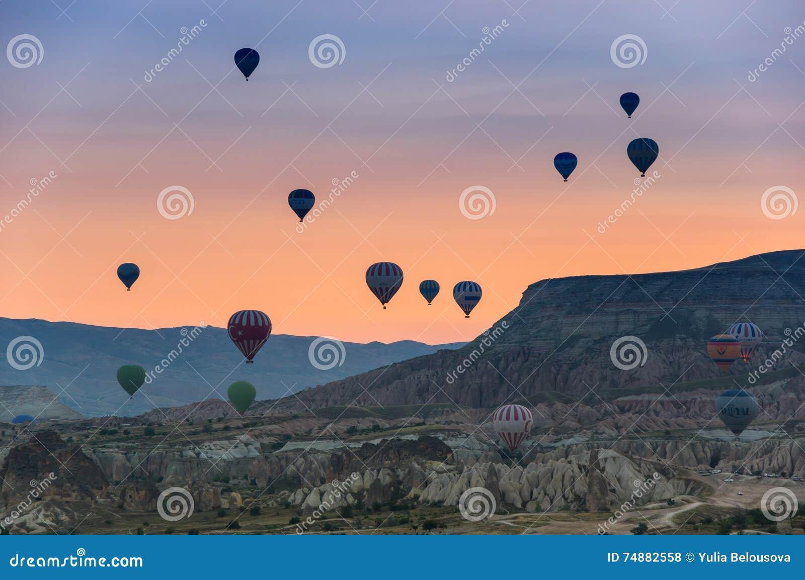 Balões de ar quente sobre Cappadocia