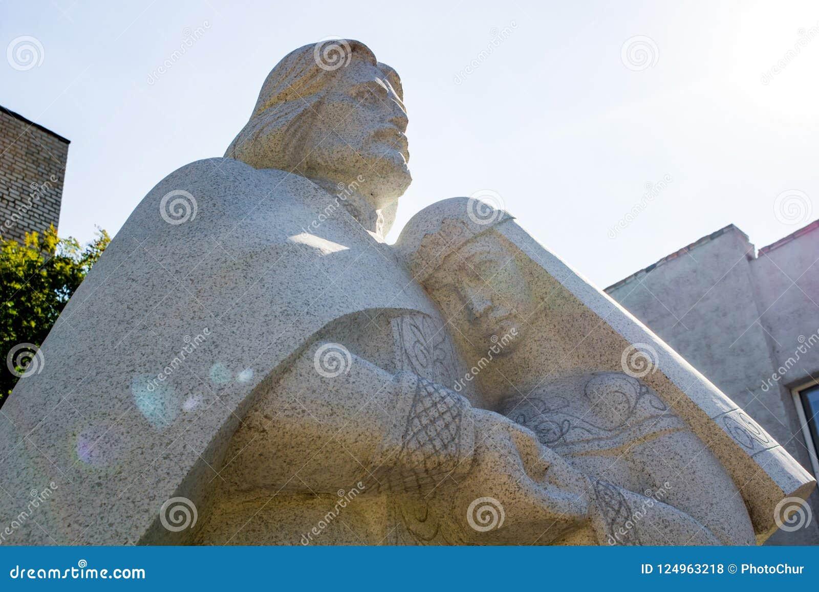 Balabanovo, Russie - août 2018 : Monument à St Peter et à Fevronia de Murom