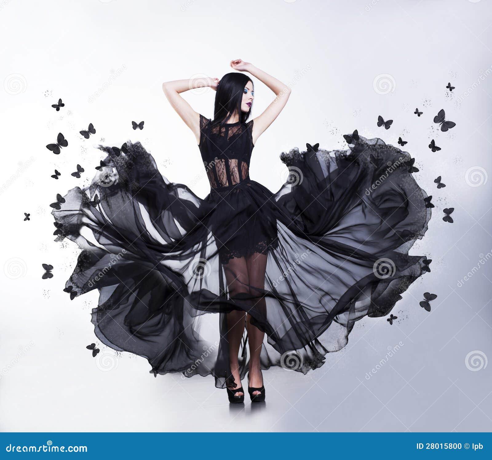 Foto de Stock: Balanço. Mulher no vestido de vibração com  #83A328 1300x1234