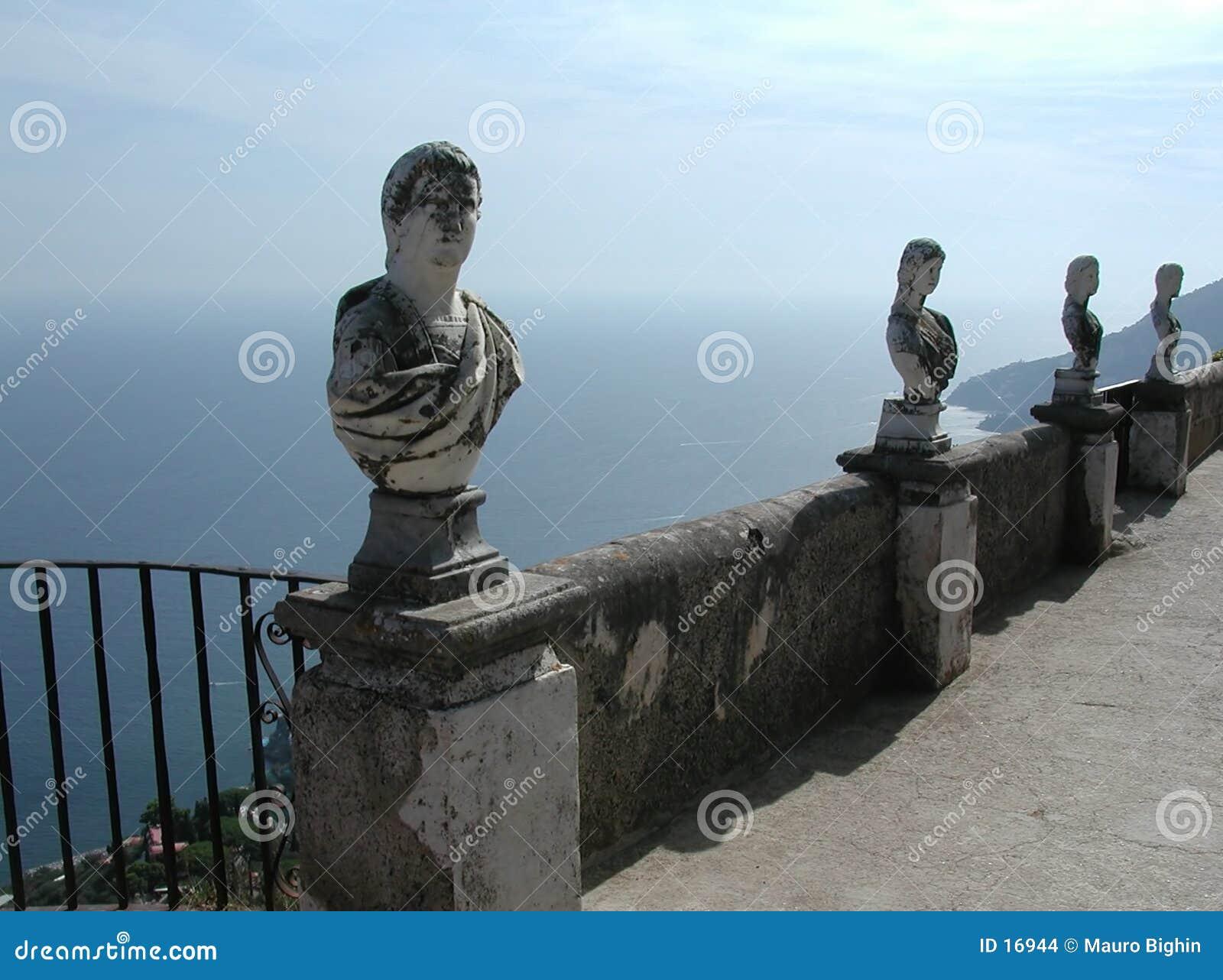 Balcón de Cimbrone del chalet, costa de Amalfi, Italia