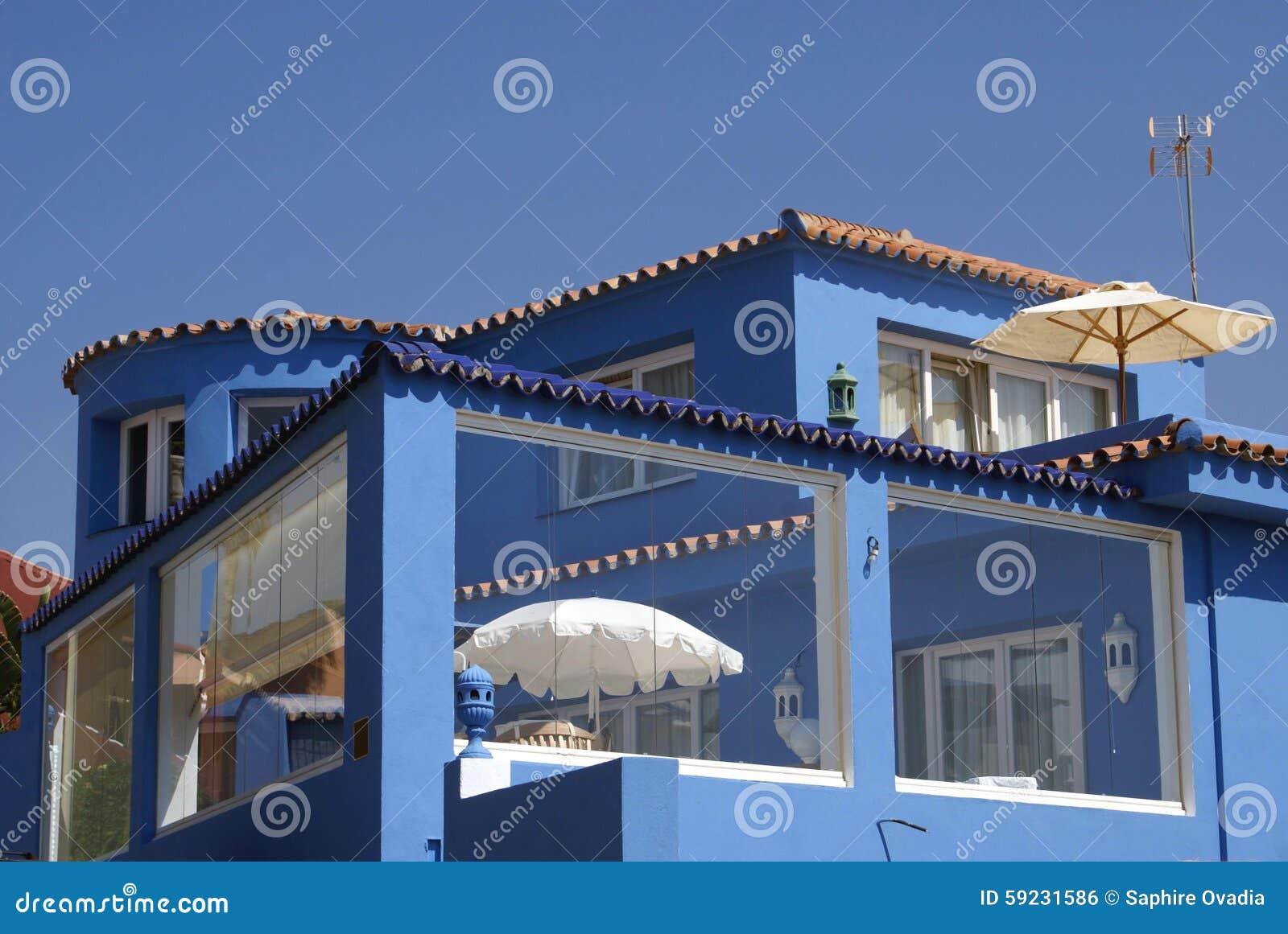 Download Balcón del patio foto de archivo. Imagen de fachada, exterior - 59231586