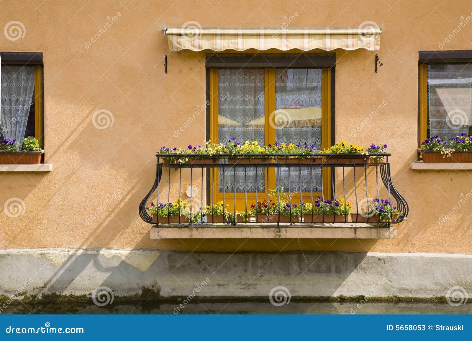 balcon d 39 une maison photos stock image 5658053. Black Bedroom Furniture Sets. Home Design Ideas