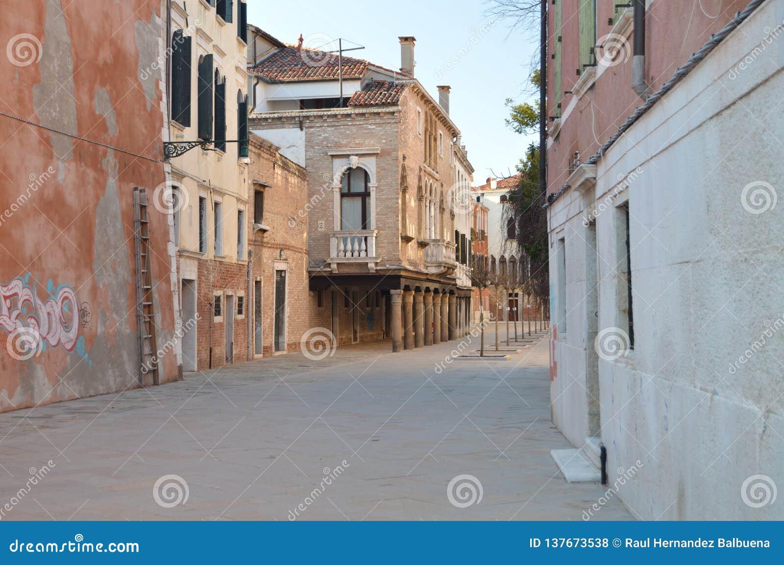 Balcone veneziano adorabile di stile su Terra Saloni Street In Venice Viaggio, feste, architettura 28 marzo 2015 Venezia, Veneto