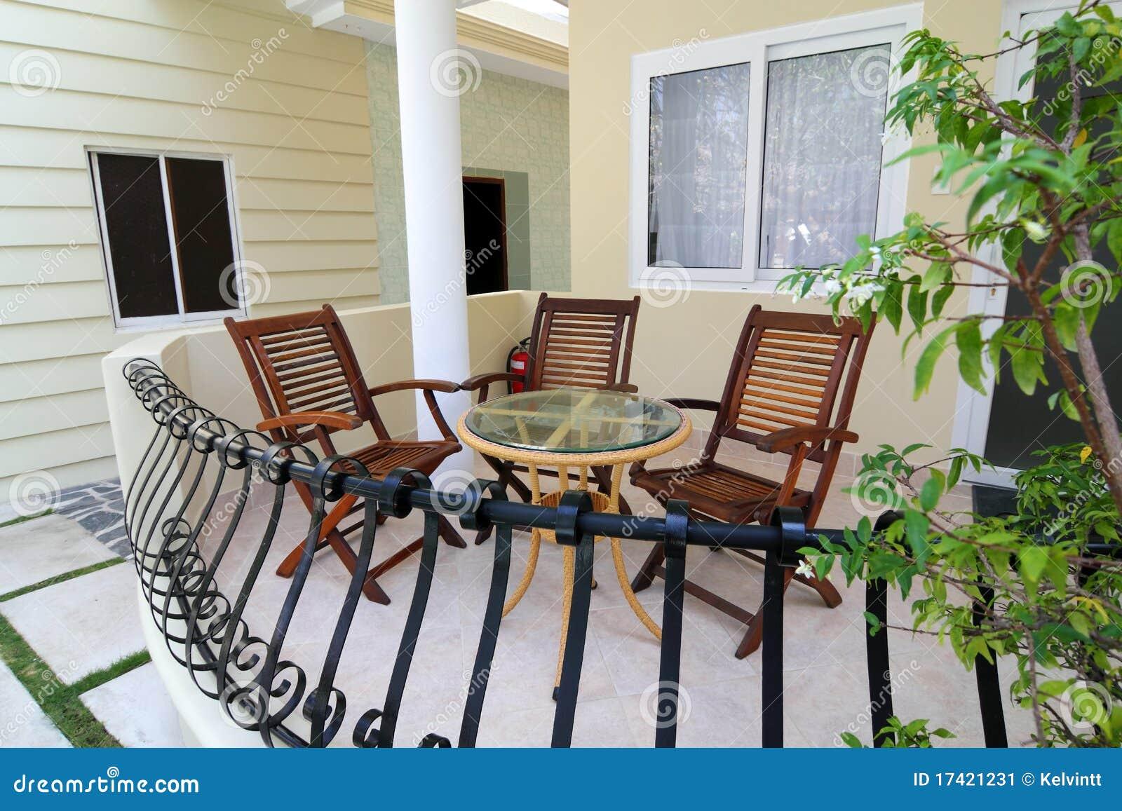 Комплекты стульев и столов для балконов..