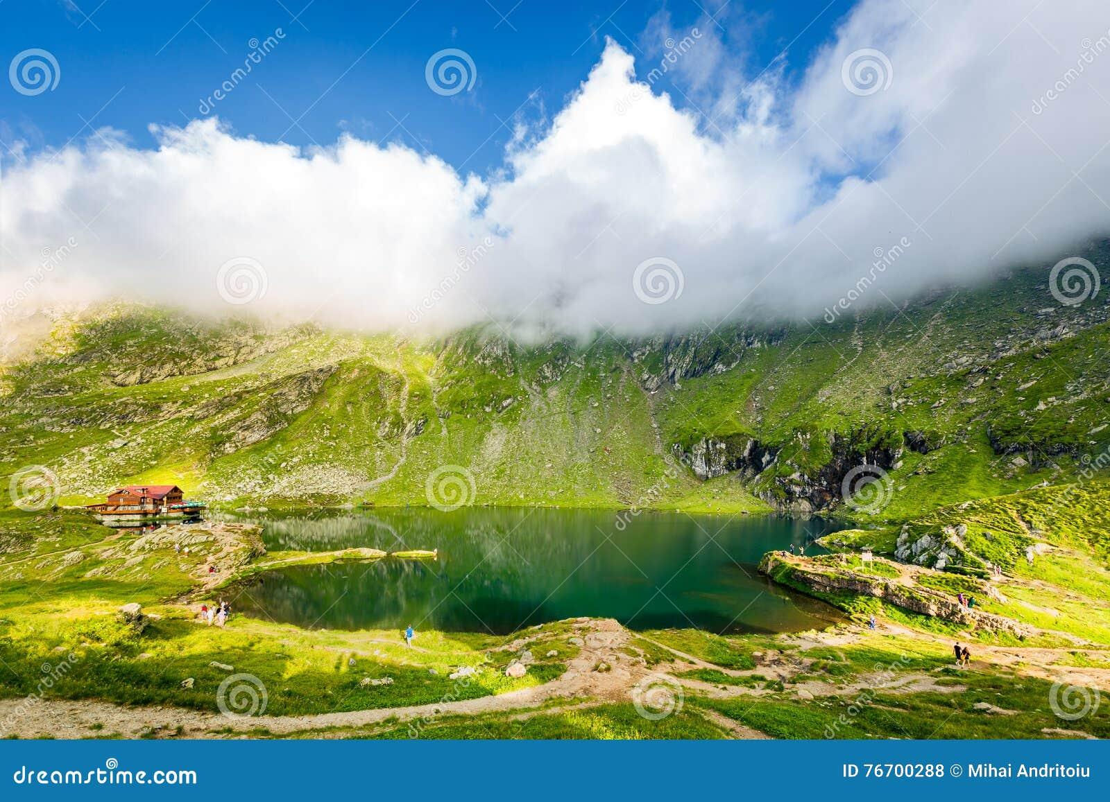 Balea湖和瑞士山中的牧人小屋