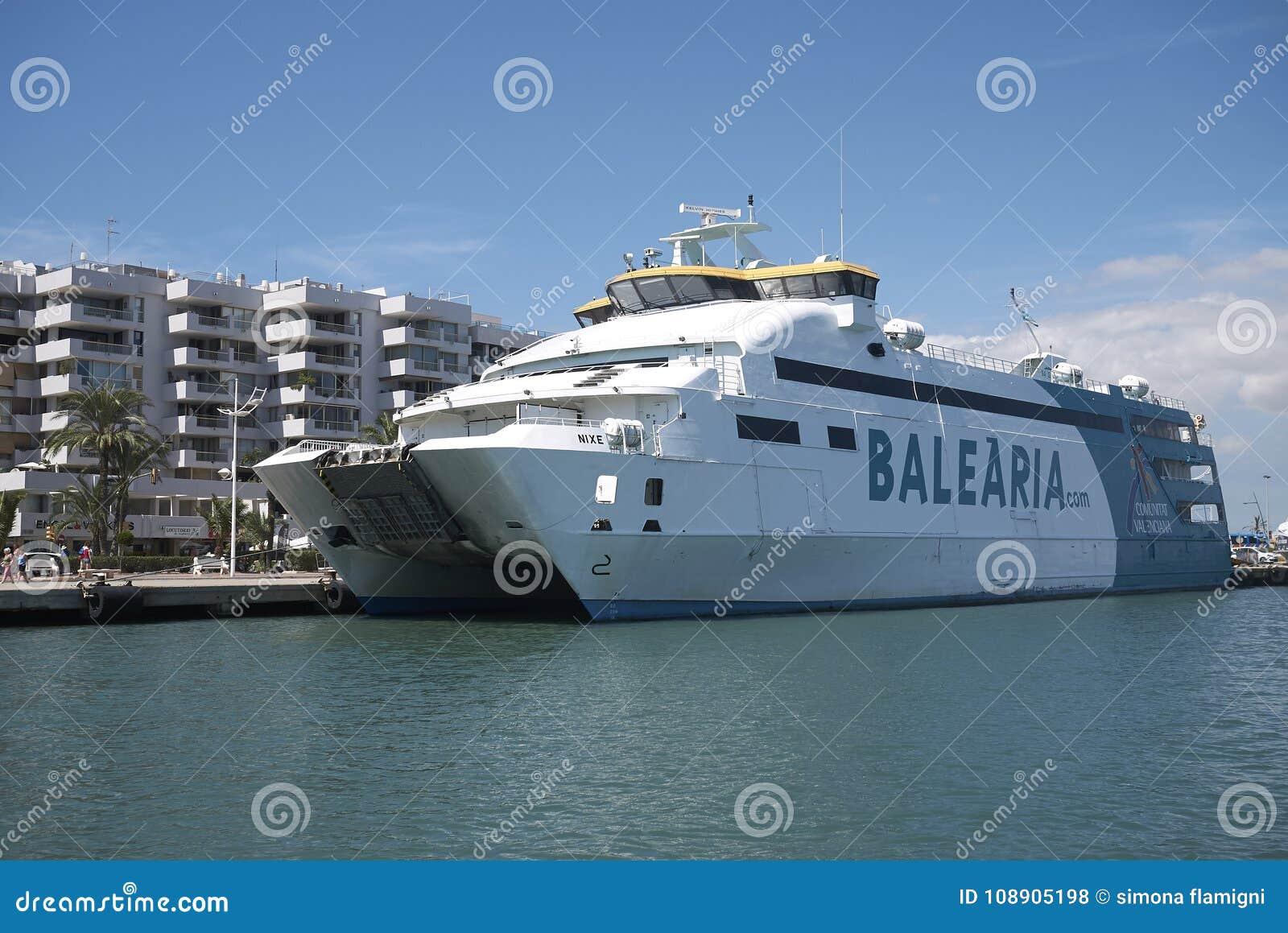 Balearia-Fähre in Ibiza