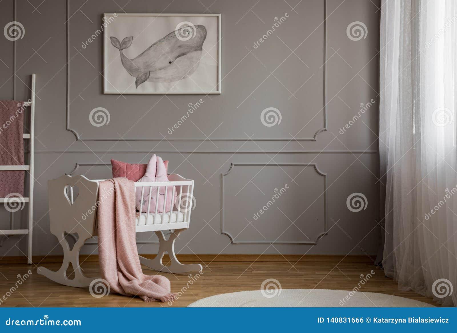 Chambre Gris Blanc Rose baleine sur l'affiche sur le mur gris vide de l'intérieur