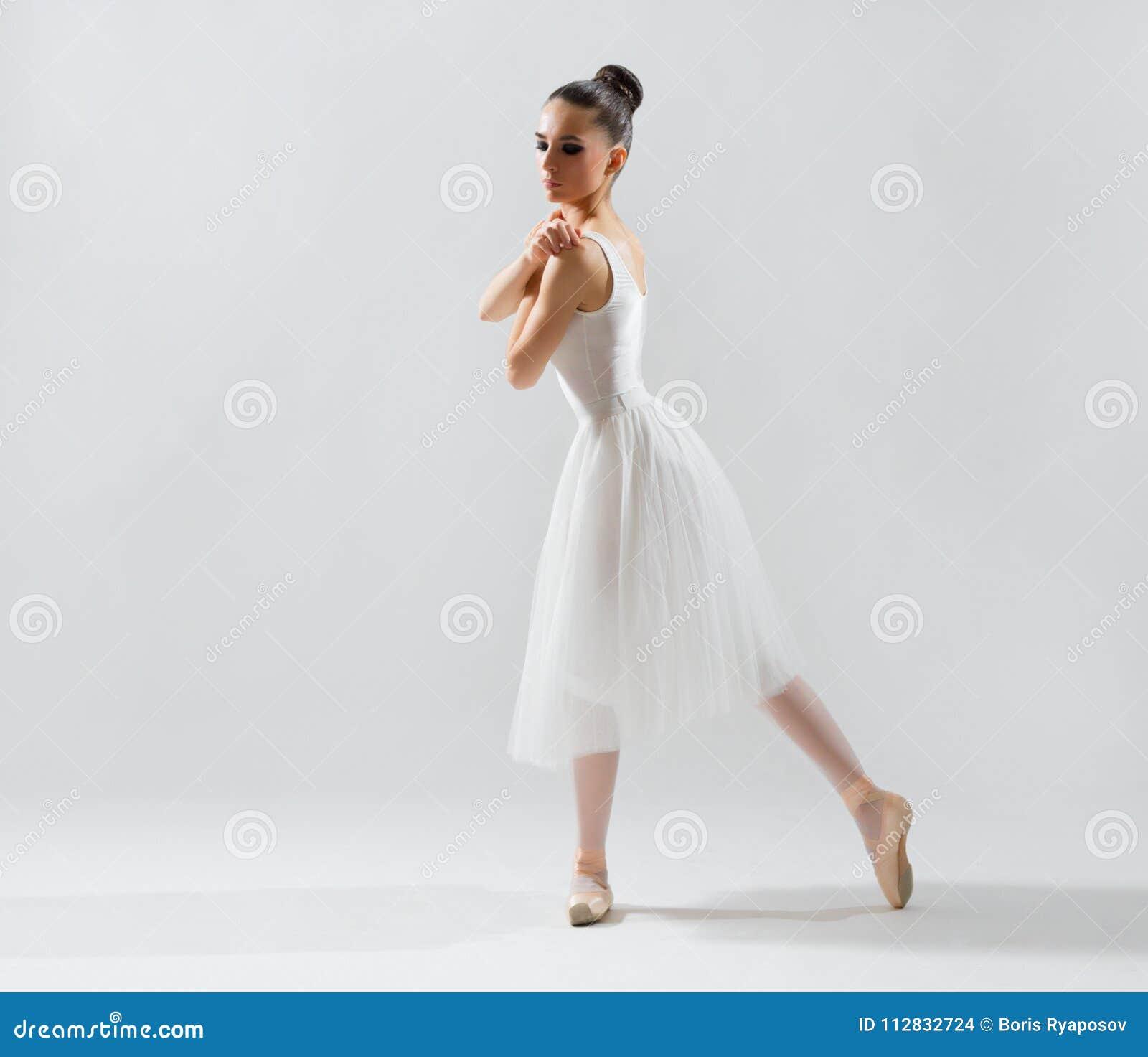 Balerina na popielatej wersi