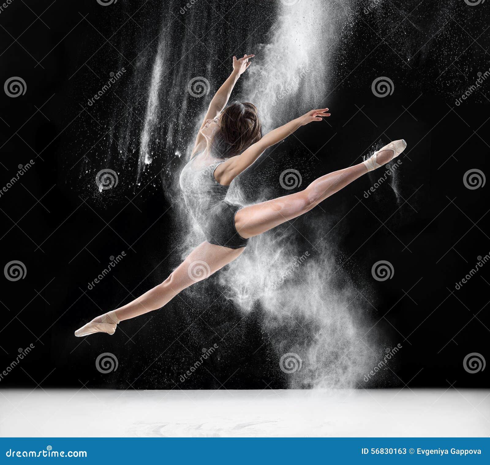Balerina taniec z mąką, skok