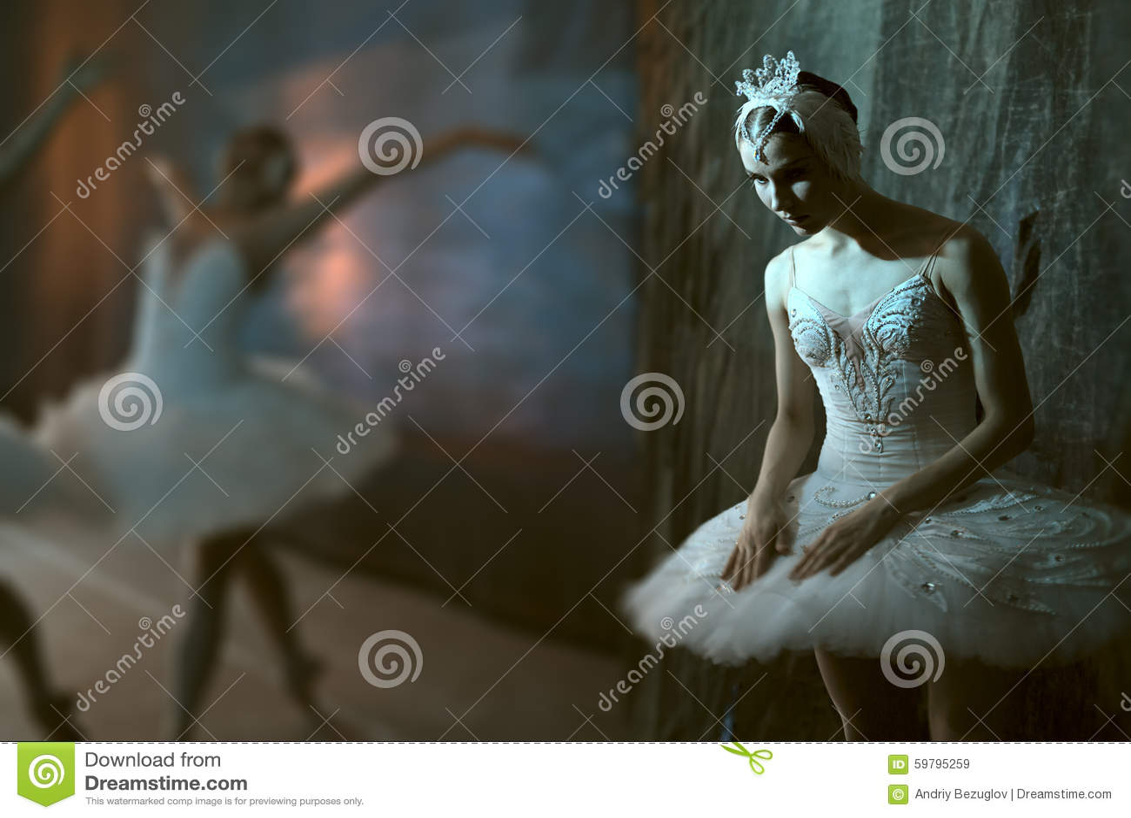 Baleriny stać zakulisowy przed iść na scenie