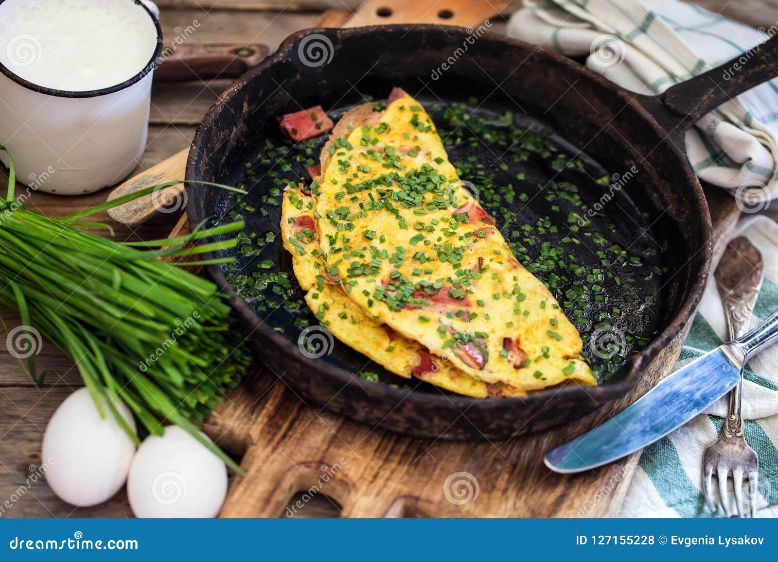 Baleronu i szczypiorków omlette