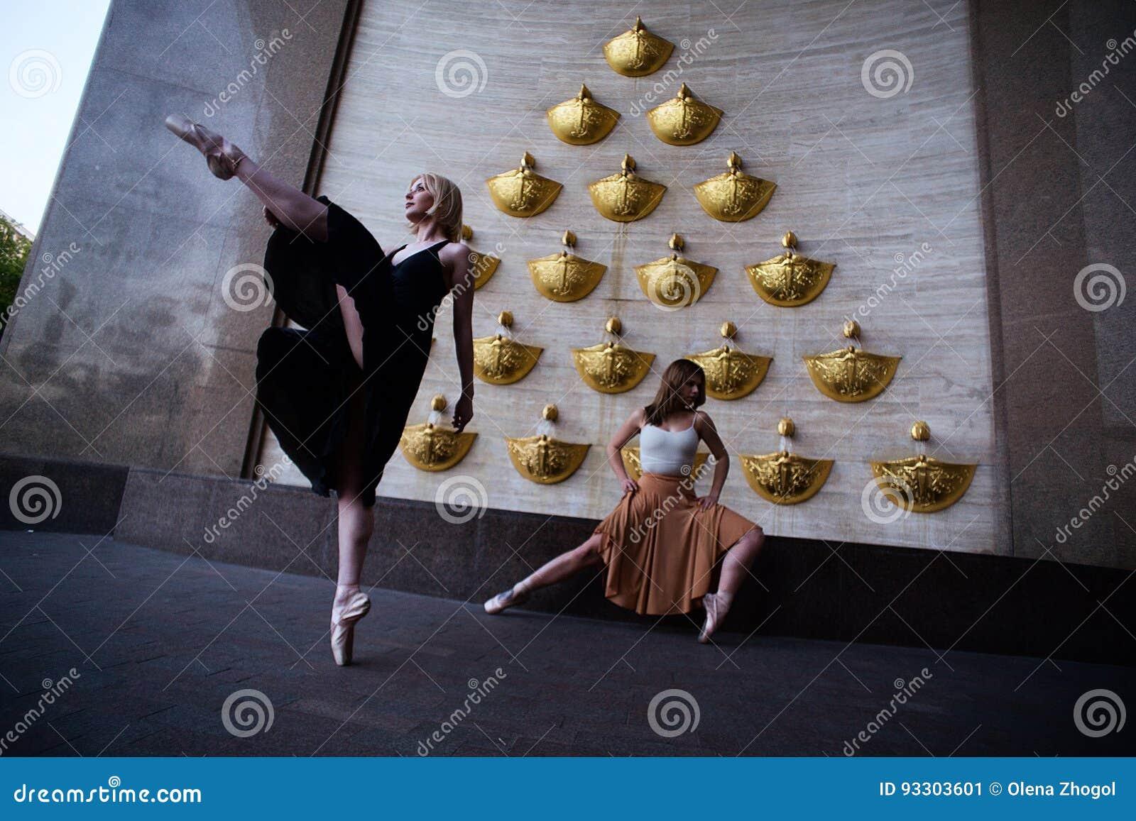 Balettdansörer på stadsgatan