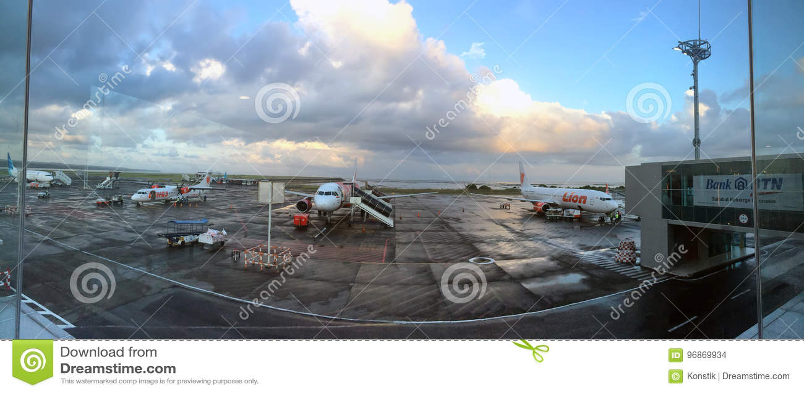Aeroporto Bali : Bali de outubro de planos no aeroporto denpasar bali