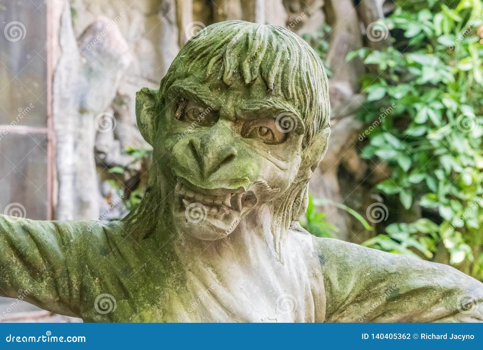 Balijczyk statua małpy mityczna istota