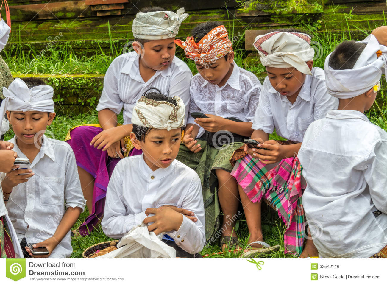 Balinese Kids With Cellphones Editorial Photo Image Of Childhood