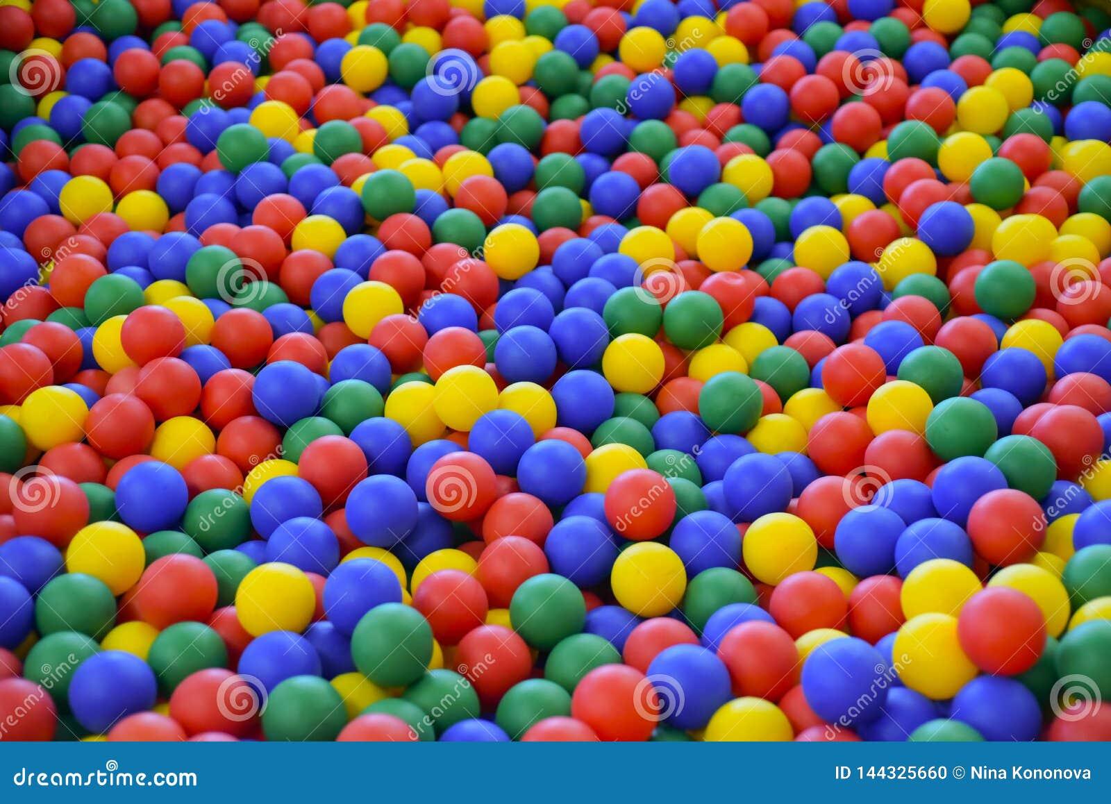 Balkleur voor kind Vele kleurrijke plastic ballen Kindruimte Gekleurde plastic stuk speelgoed ballen van verschillende kleur voor