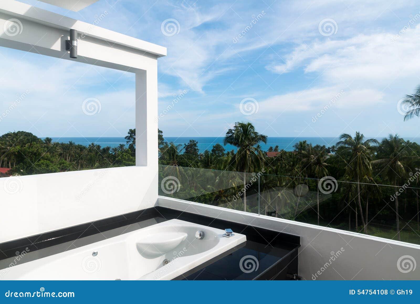 Balkon Met Jacuzzi : Balkon met jacuzzi stock foto. afbeelding bestaande uit blauw 54754108