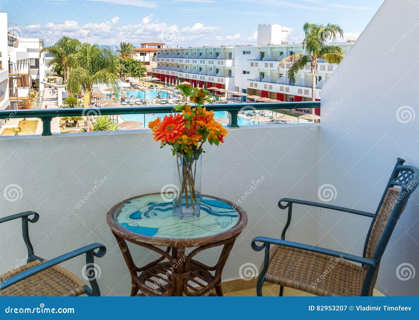 Zwembad Op Balkon : Familie appartementen slaapkamer bedden en een balkon met