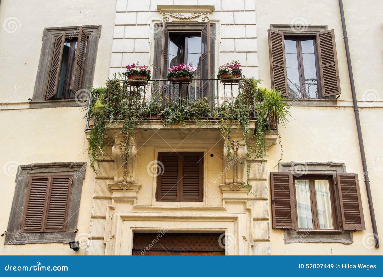 balkon mit blumen in rom stockfoto bild 52007449. Black Bedroom Furniture Sets. Home Design Ideas