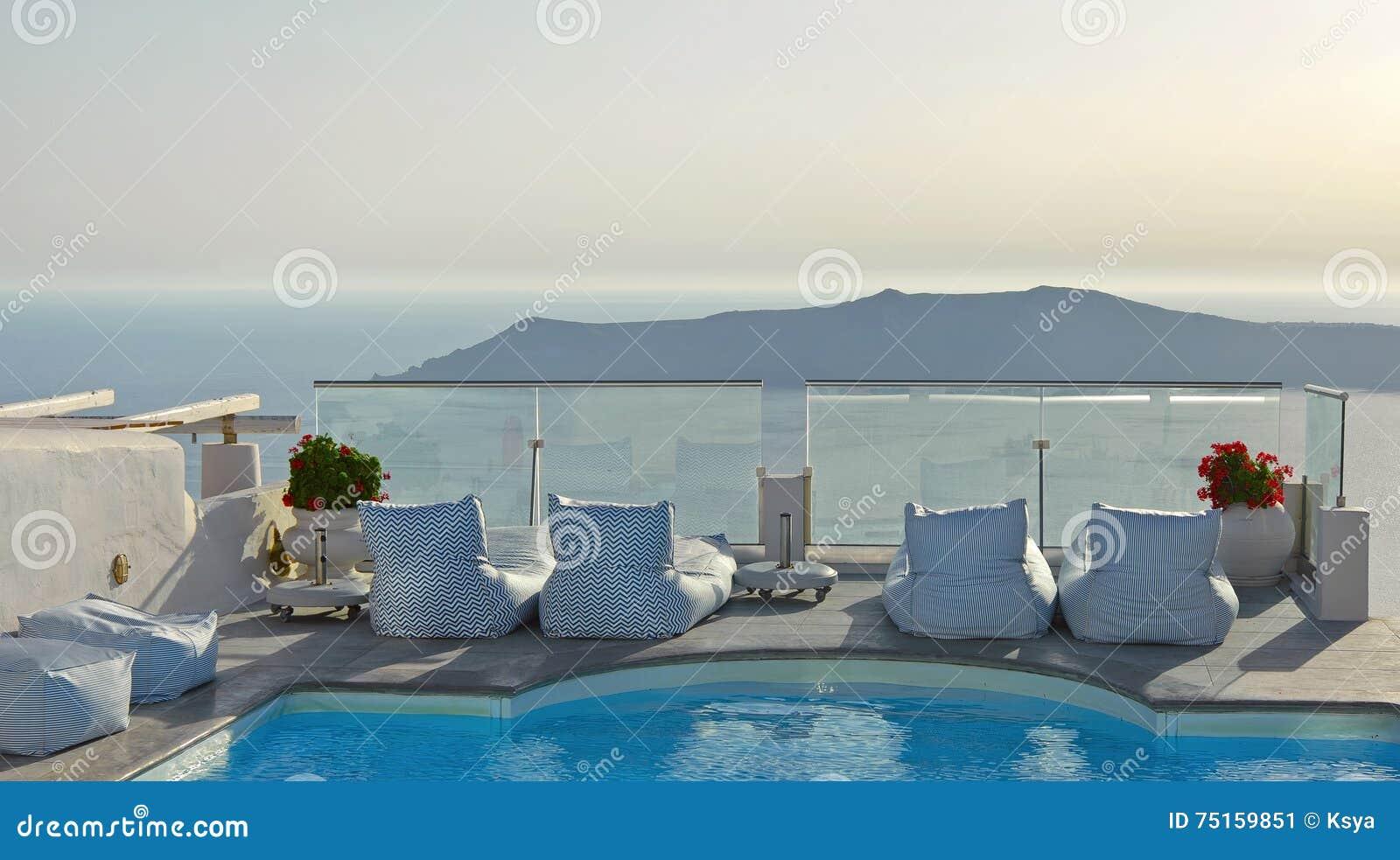 balkon mit pool in imerovigli santorini griechenland mit. Black Bedroom Furniture Sets. Home Design Ideas