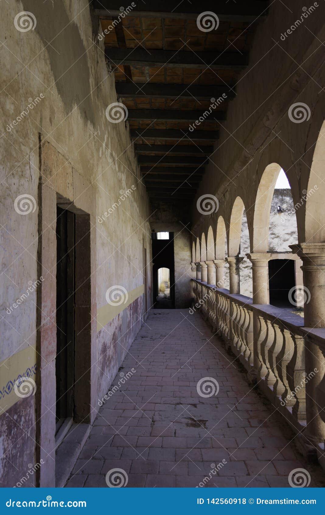 Balkong av det koloniala huset i Mexiko