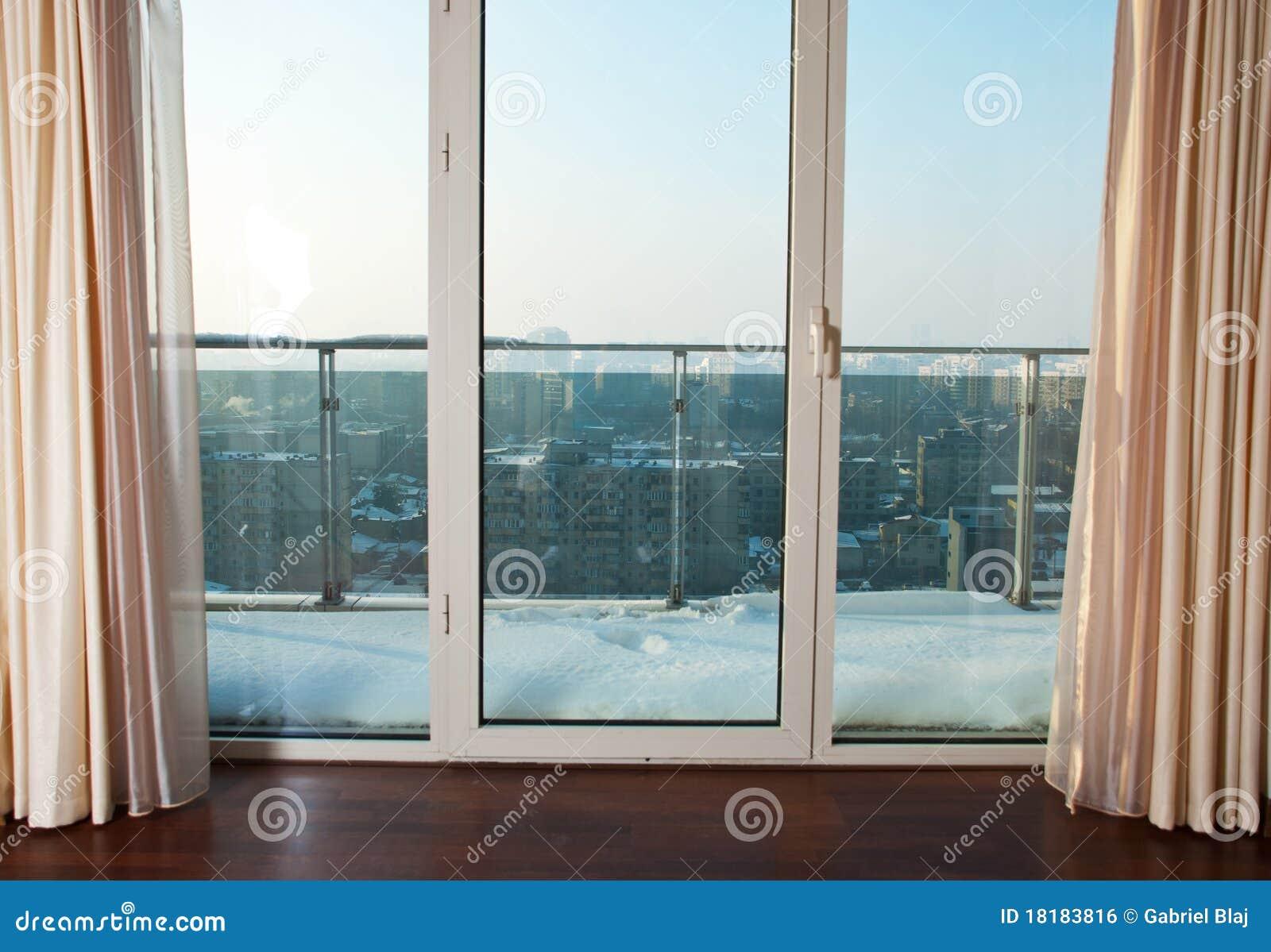 Balkong till fönster