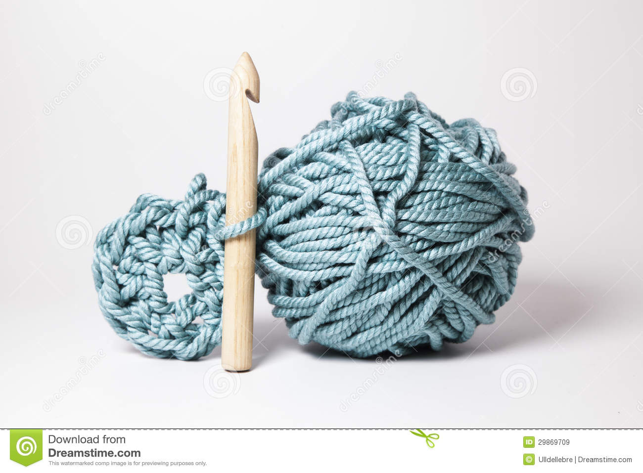 Xxl Knitting Needles : A ball of thick wool with and special wood needle stock