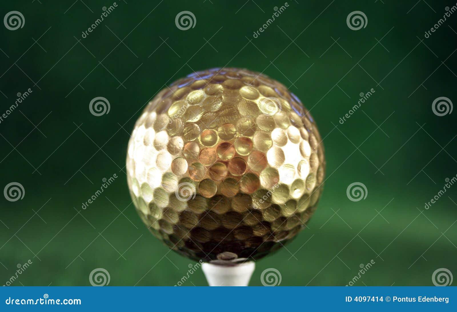 balle de golf en or photo stock image du sport golfing. Black Bedroom Furniture Sets. Home Design Ideas