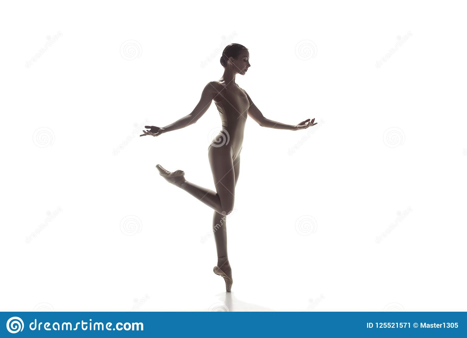 Ballerina Νέος χαριτωμένος θηλυκός χορός χορευτών μπαλέτου που απομονώνεται στο λευκό Ομορφιά του κλασικού μπαλέτου