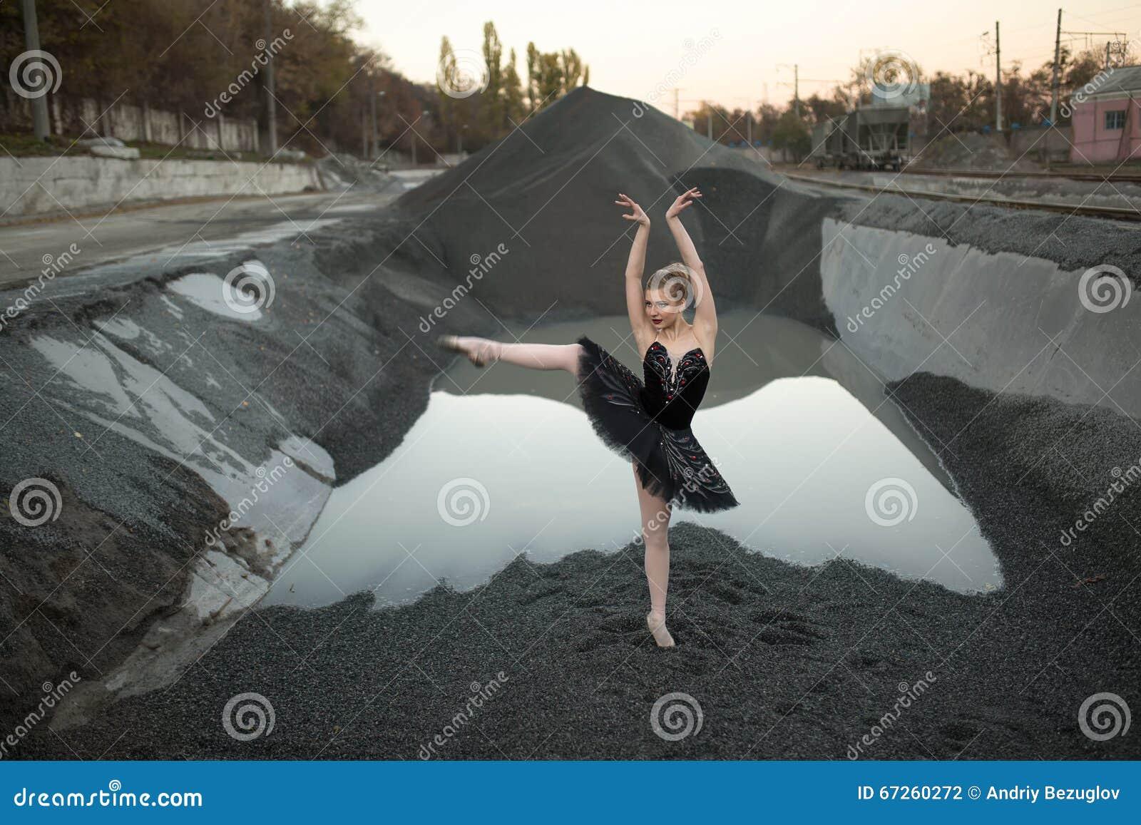 Ballerina στο αμμοχάλικο
