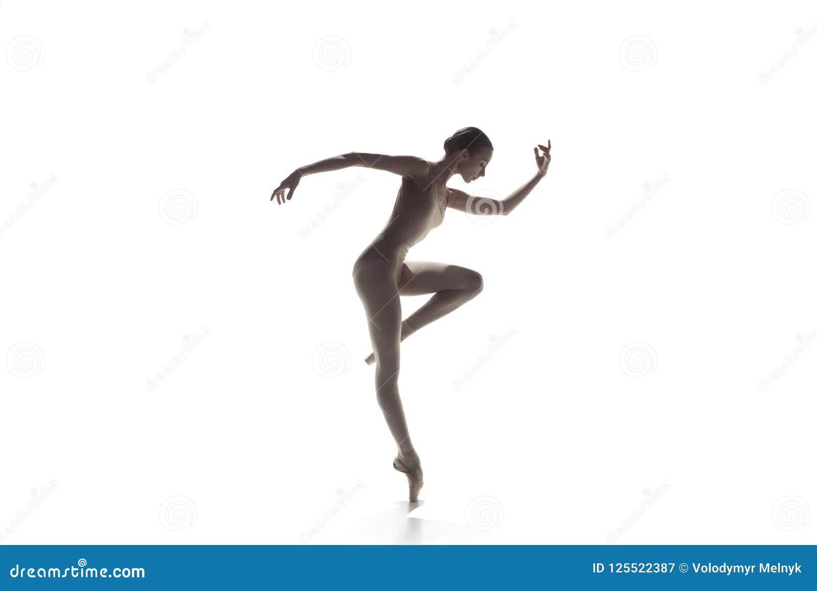Ballerina Dança fêmea graciosa nova do dançarino de bailado isolada no branco Beleza do bailado clássico