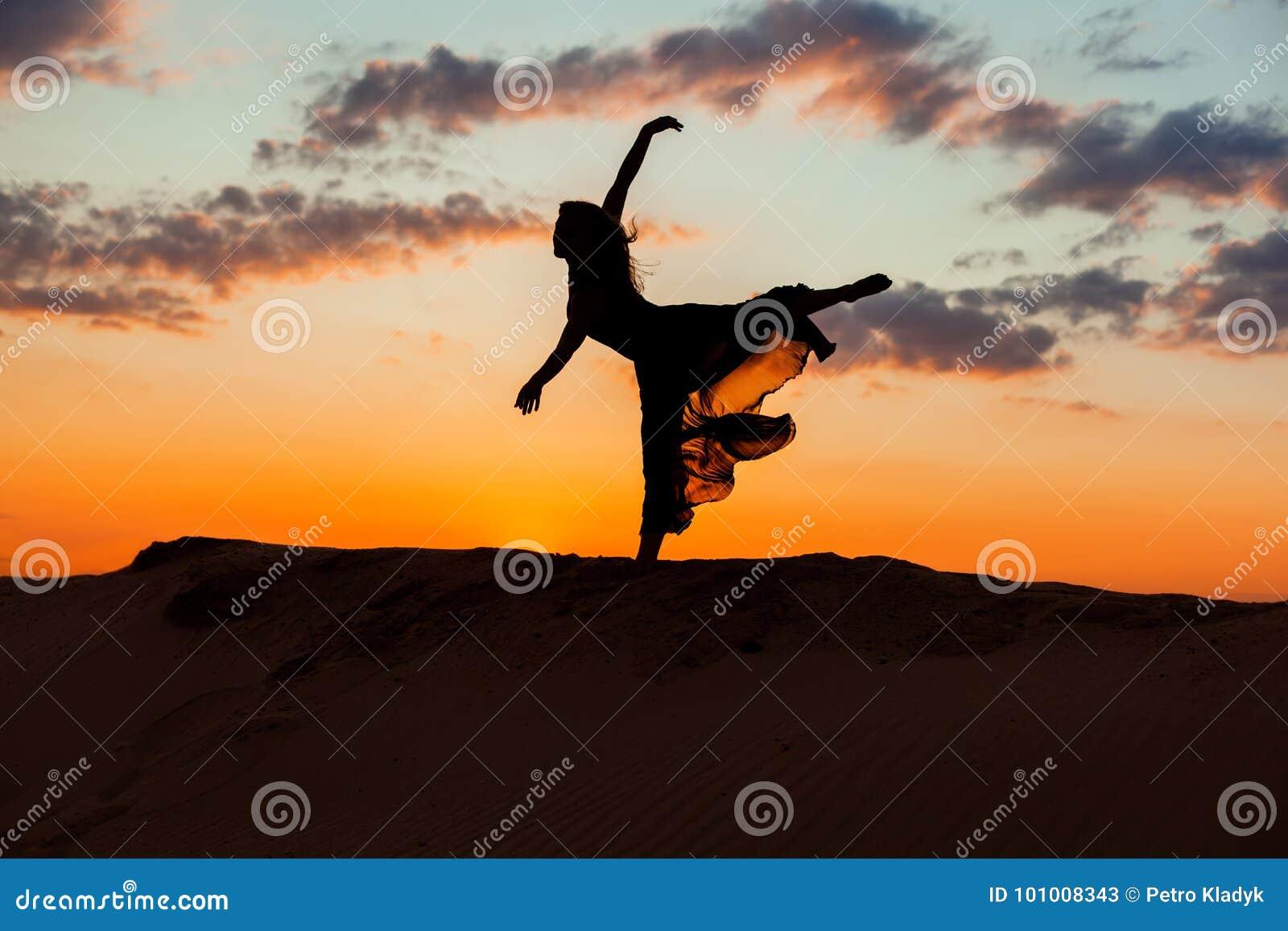 Балерина на закате фото — 1