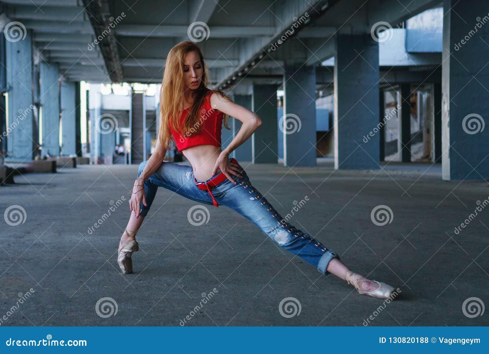 Ballerina het dansen Straatprestaties