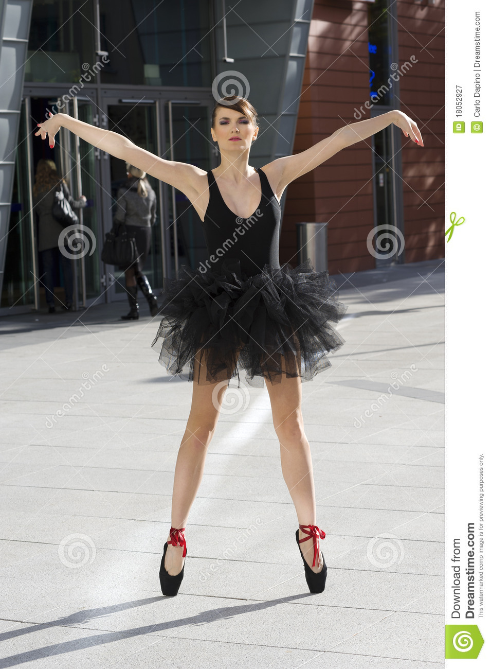 Ballerina Outdoor On Pointe Pose Stock Image - Image: 18052927