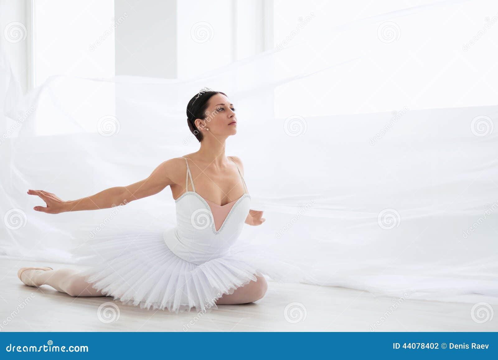 Ballerina in pointe stock photo. Image of indoors ...