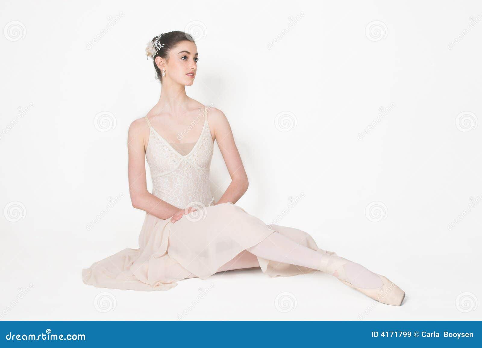 Ballerina Pose Royalty Free Stock Images - Image: 4171799
