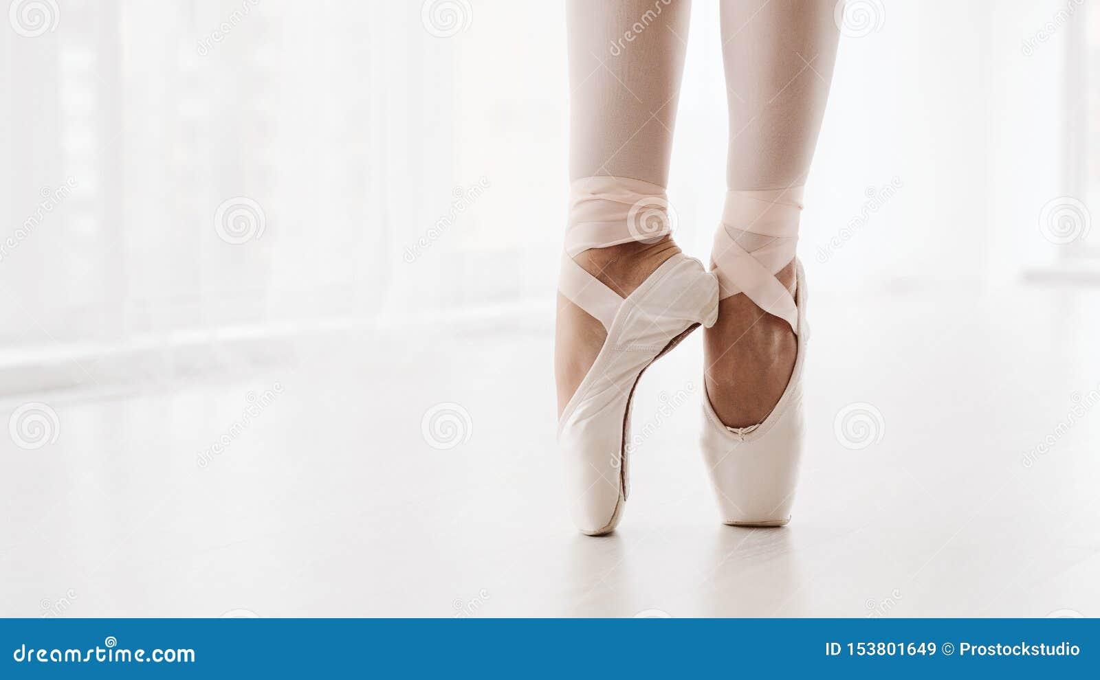 Ballerinabenen op Pointe-Close-up Klassiek en Modern Conc Ballet