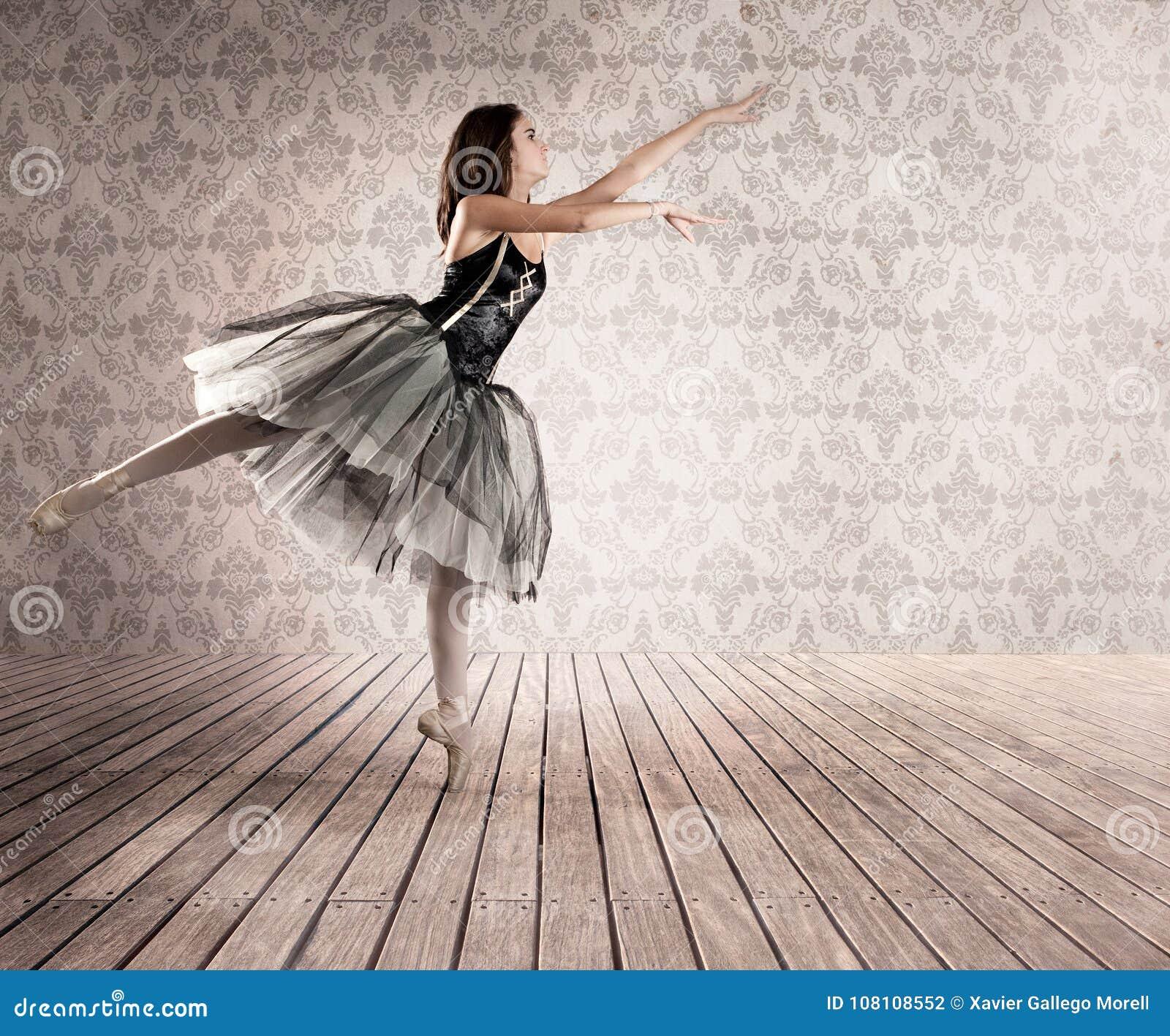 Ballerine attirante sur la pointe des pieds
