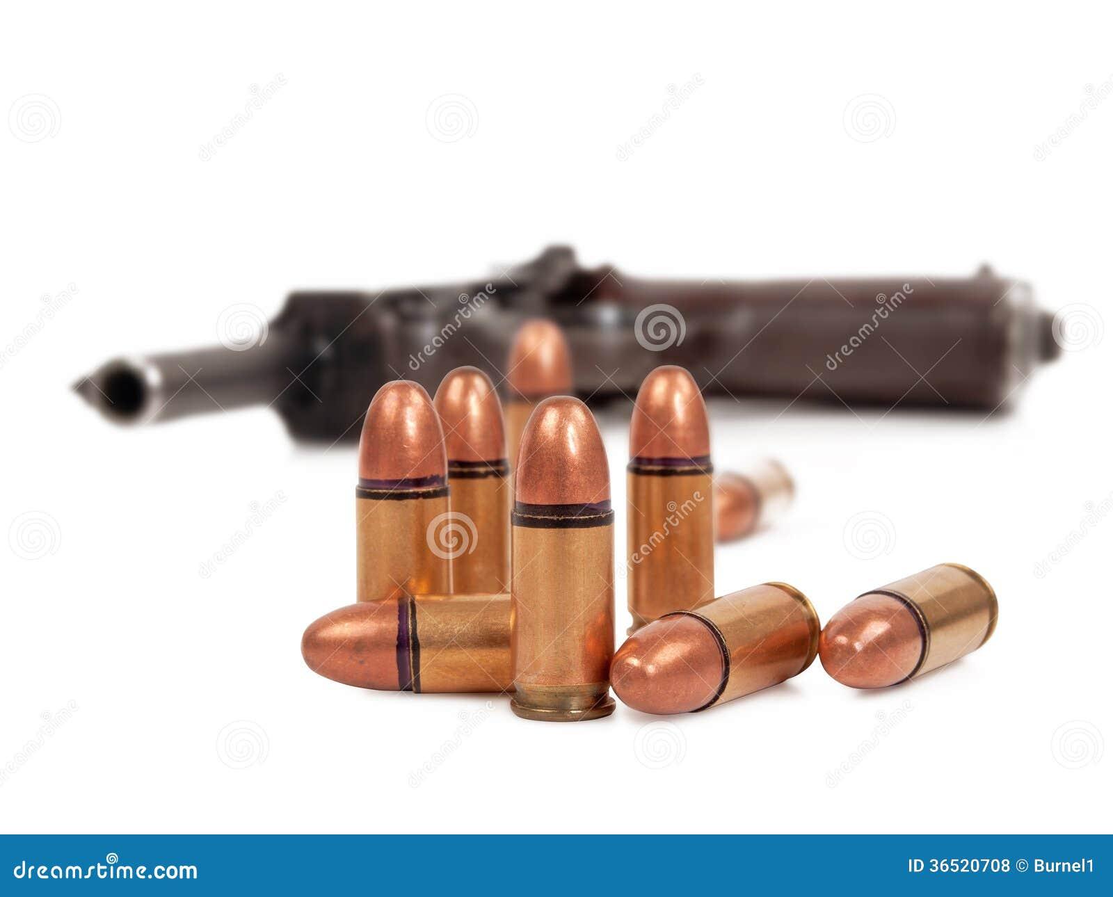 Balles et pistolet