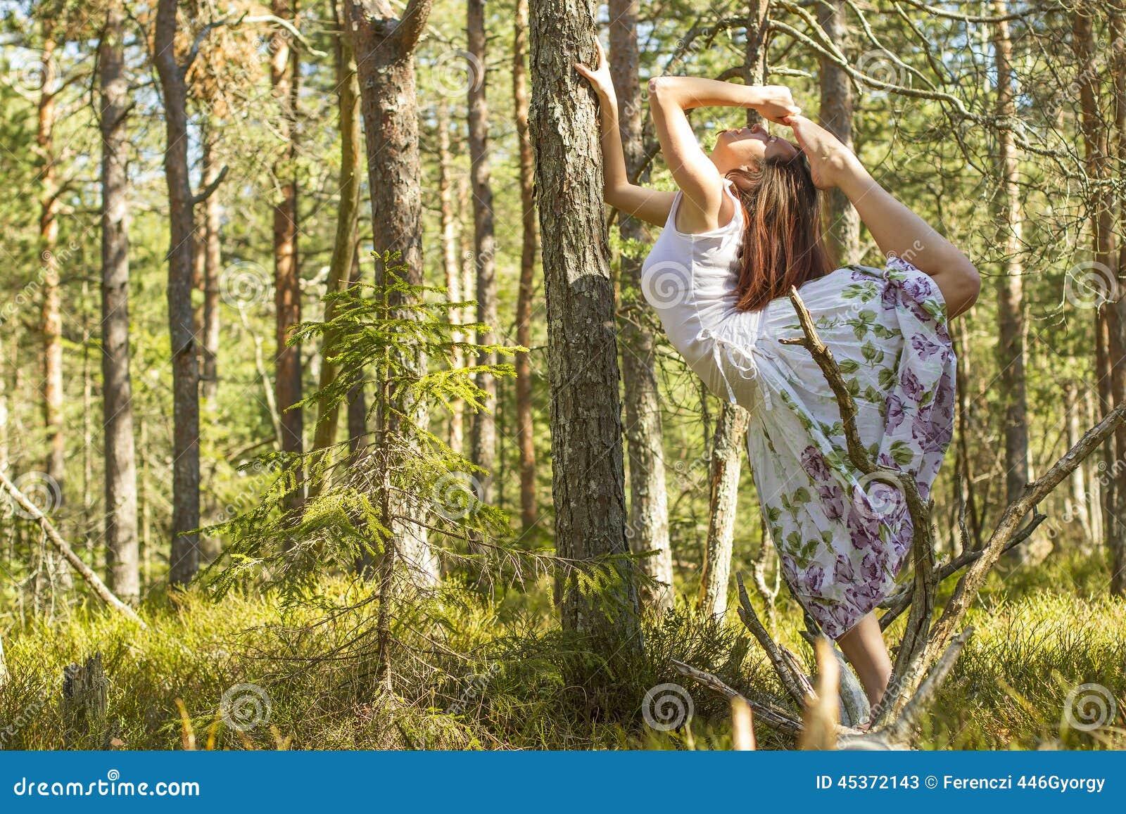 Ballet dans la forêt