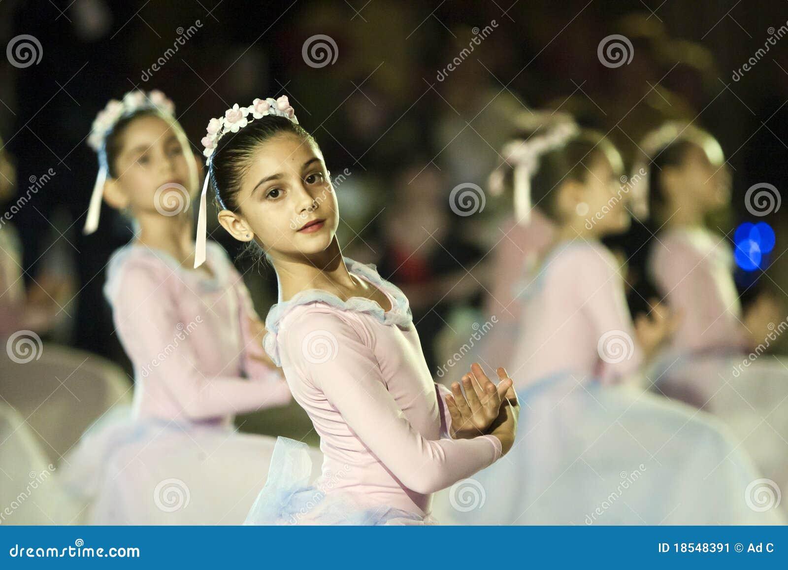 Ballett-Leistung an der Wien-Kugel in Bucharest