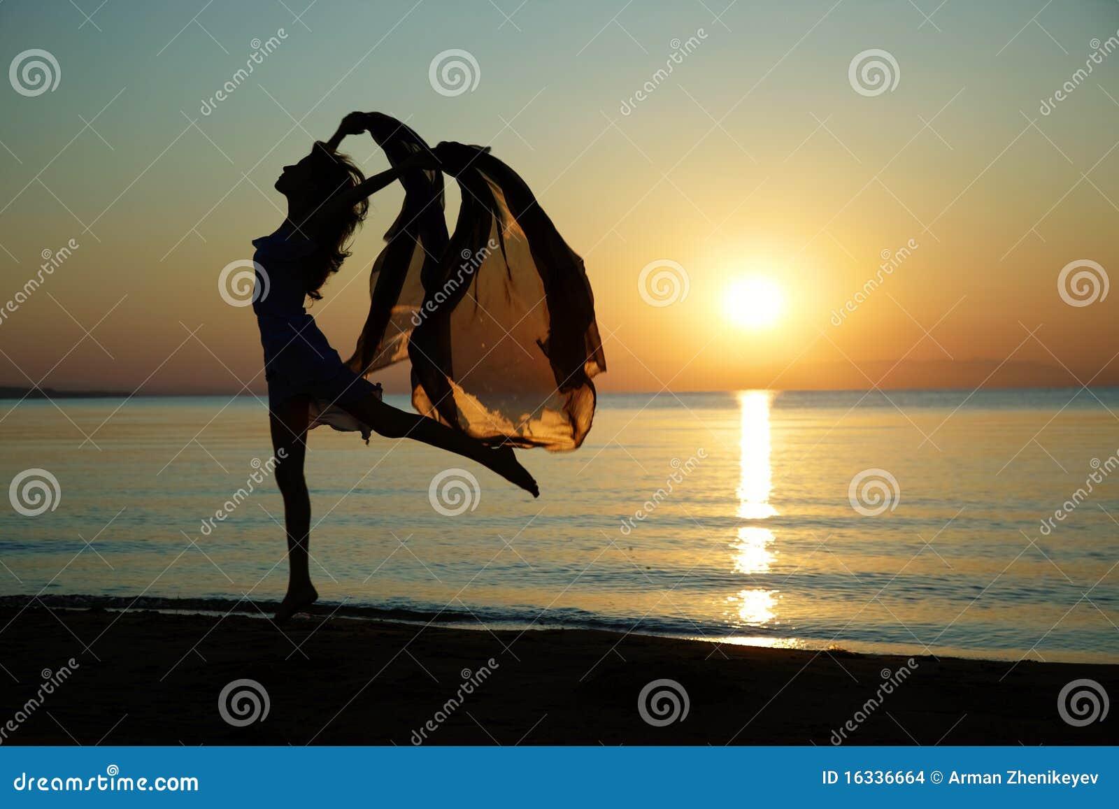 Bien connu Ballo al mare fotografia stock. Immagine di ballerino - 16336664 ID26