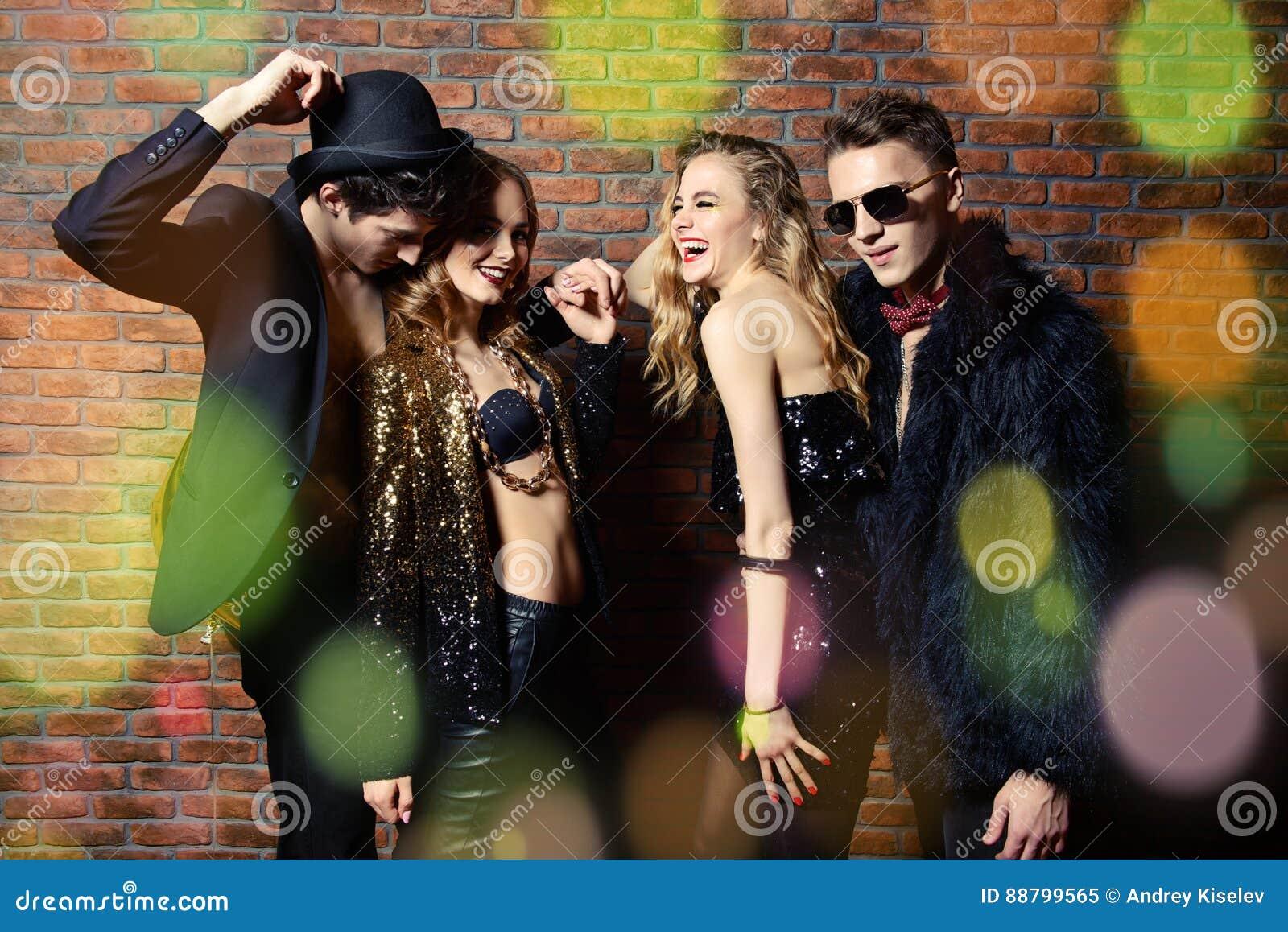 Ballo del partito di notte