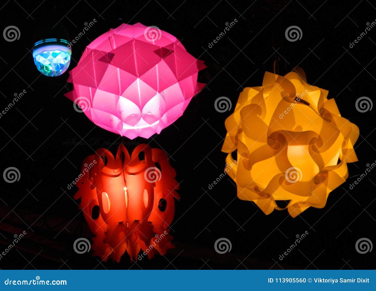 Ballo di luce nel tempo di Diwali