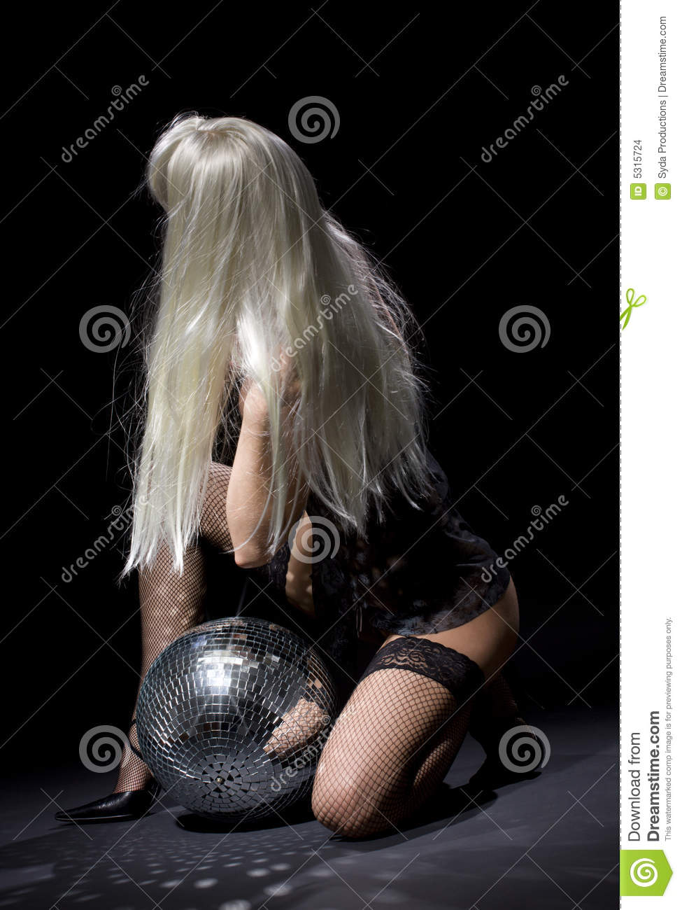 Download Ballo Scuro Del Glitterball Fotografia Stock - Immagine di gorgeous, nightlife: 5315724