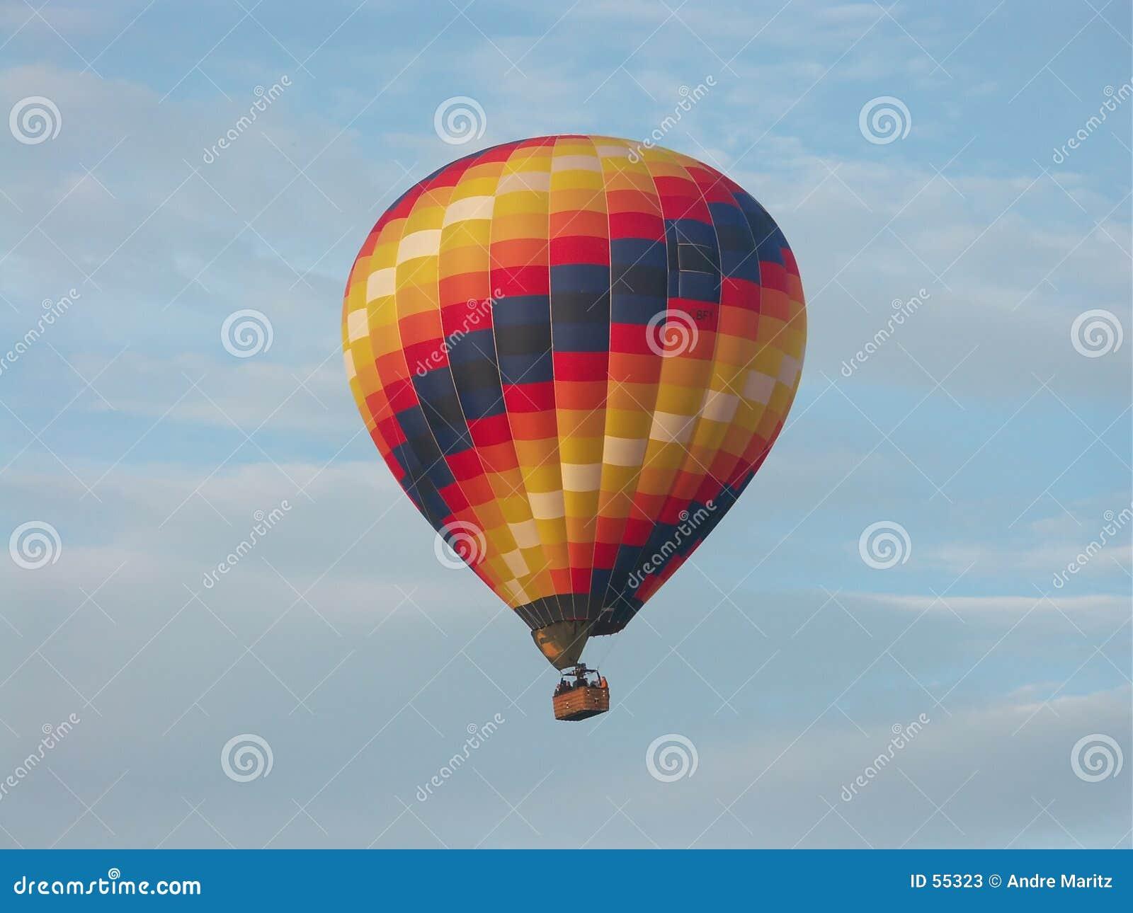 Download Ballon à air chaud image stock. Image du voile, nuages, mouche - 55323