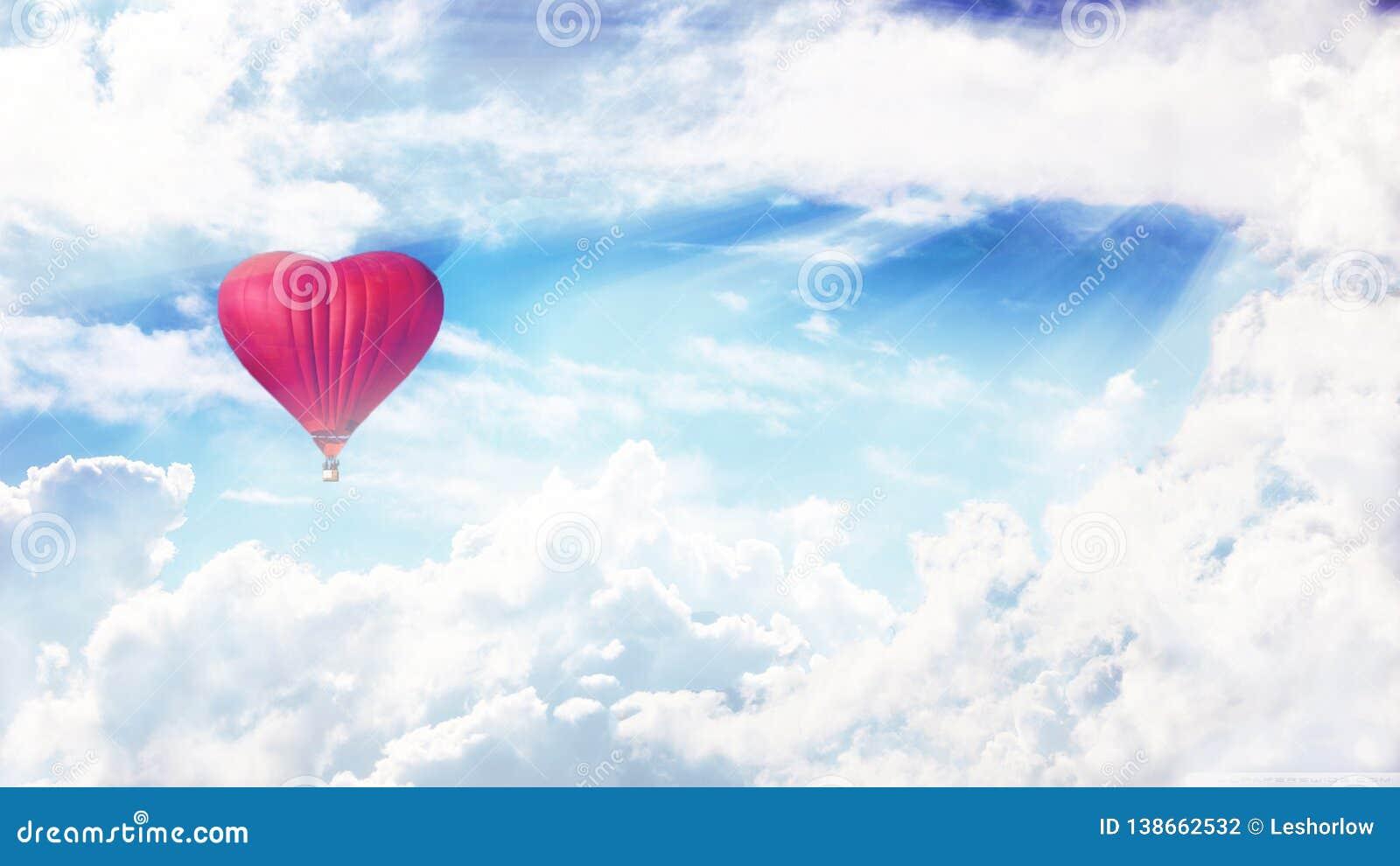 Ballong i himlen Heartlike ballong Förälskelse och fred