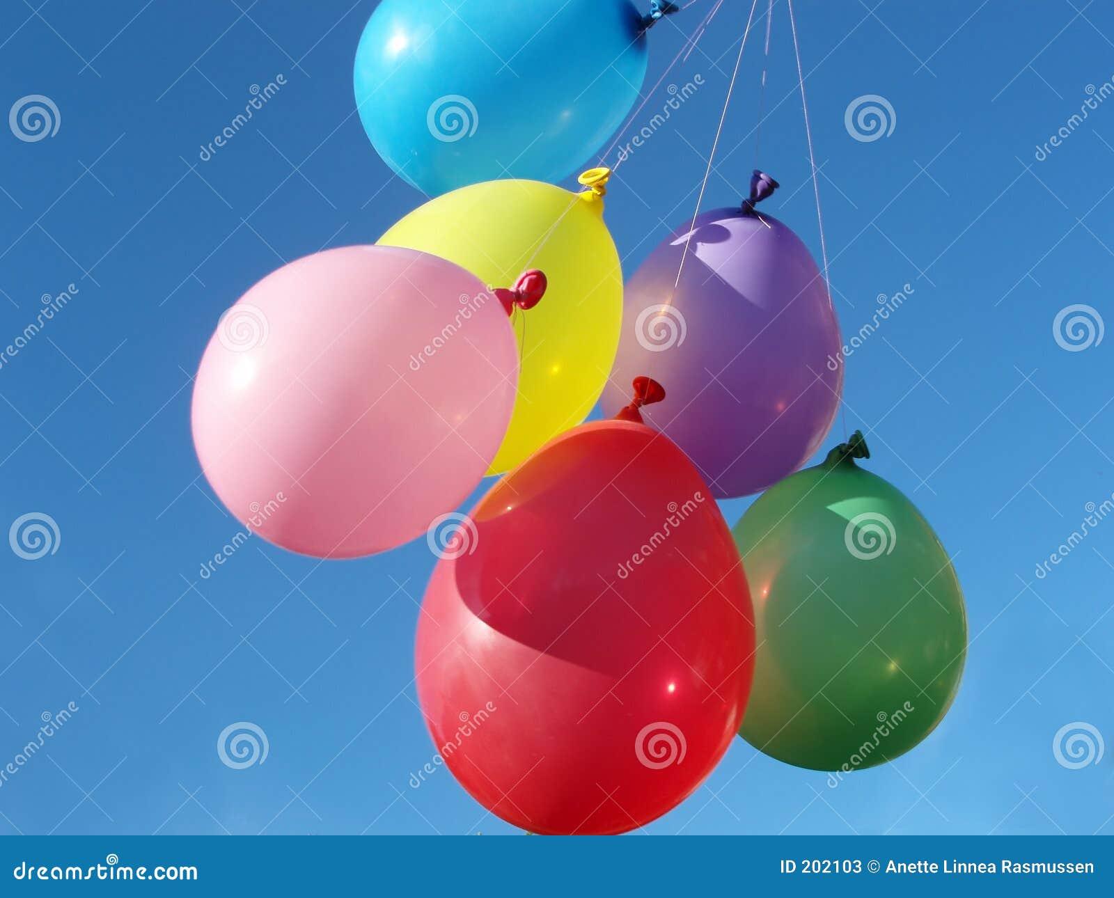 Ballonger färgade många
